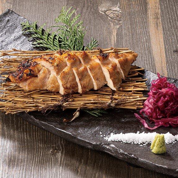 国産鶏むね肉の藁焼き