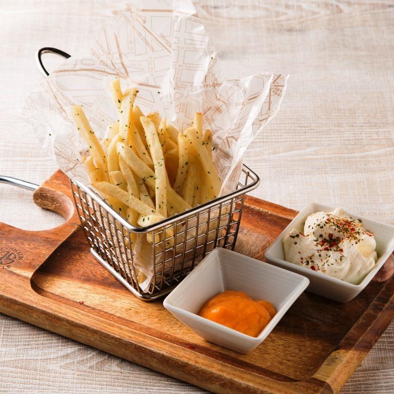 フライドポテト(チーズソース&ハーブソルトホイップ)
