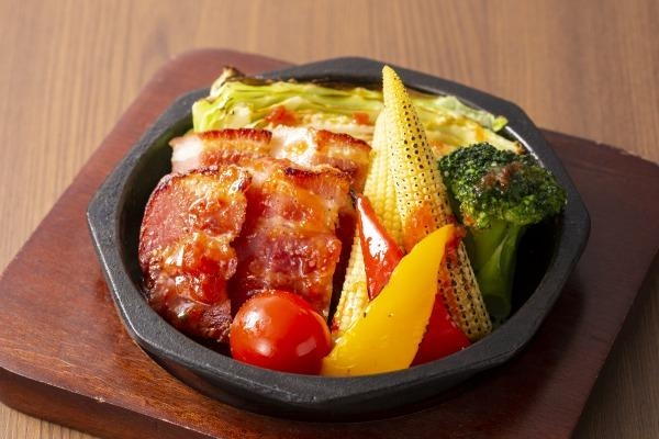 ベーコンと彩り野菜のオーブン焼き