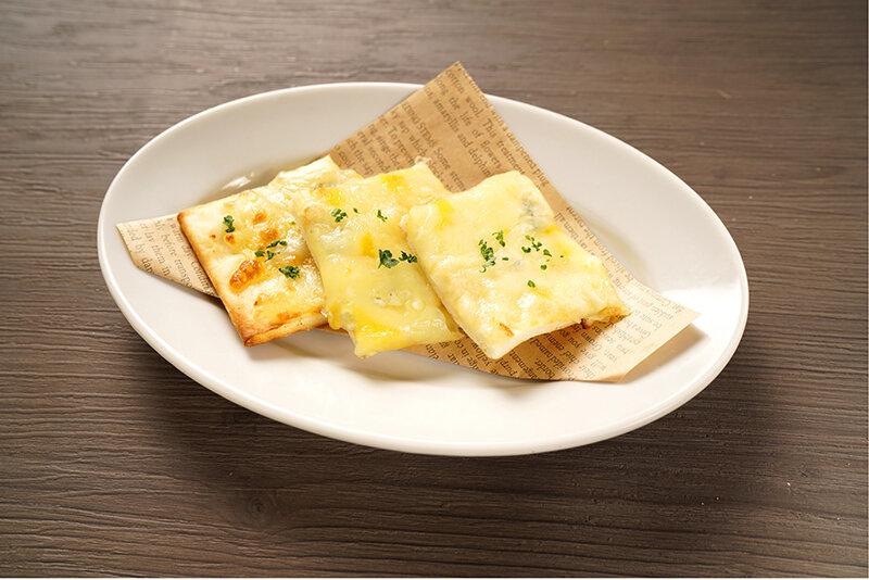 6種チーズのおつまみチーズピザ