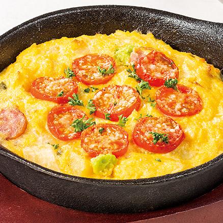 トマトとアボカドの鉄板オムレツ