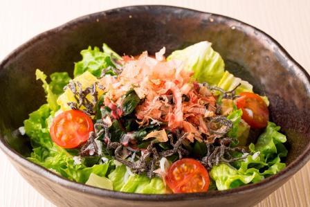 しらすとちぎり葉野菜の塩昆布サラダ