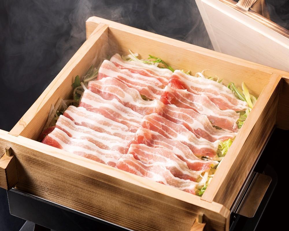 豚三枚肉の炉端蒸し