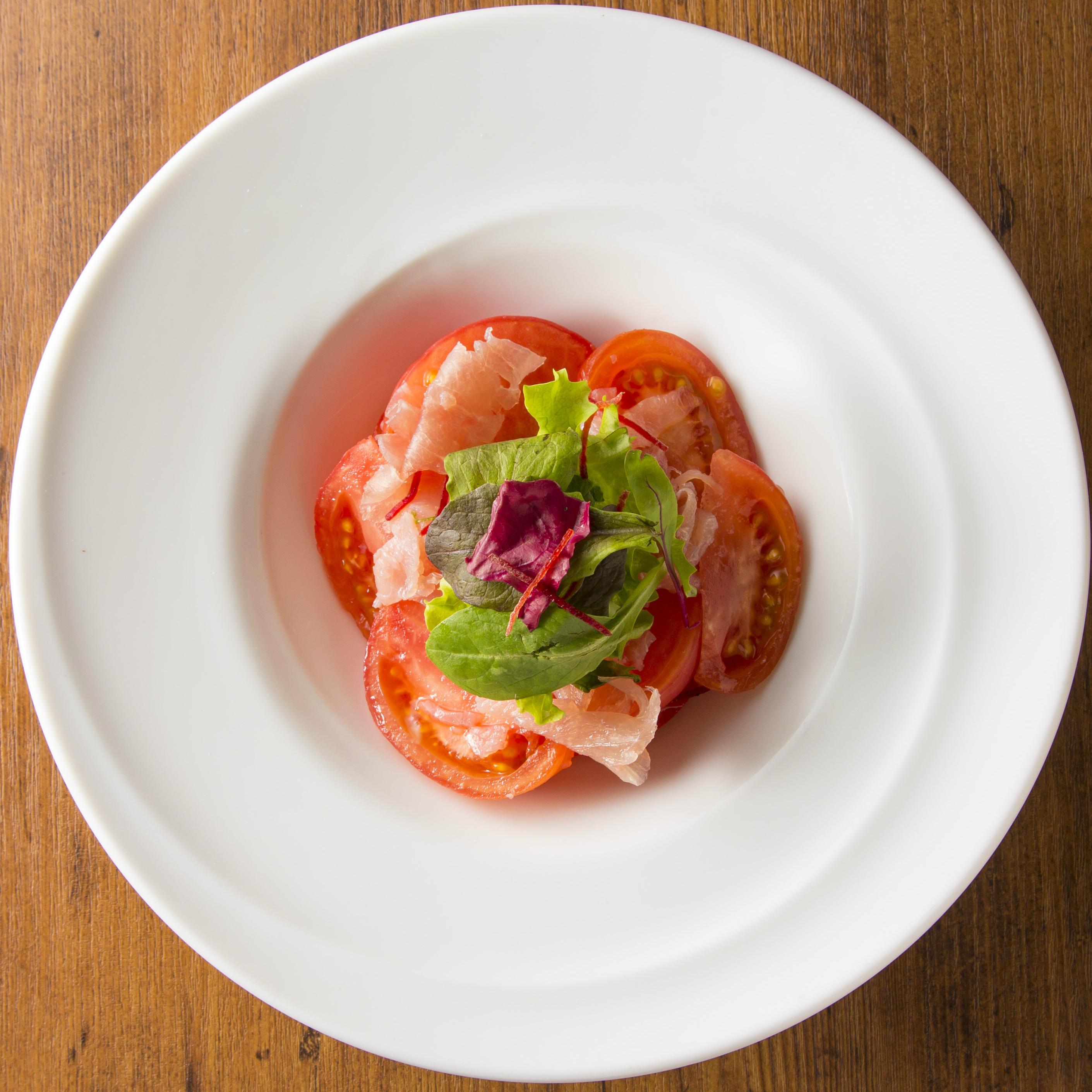 アールグレイ香るトマトと生ハムのサラダ
