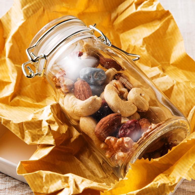 ミックスナッツ&月の小石チョコレート