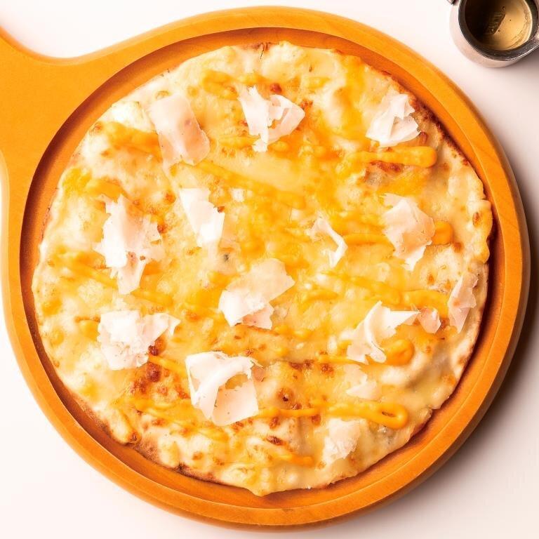 7種のチーズのピザ