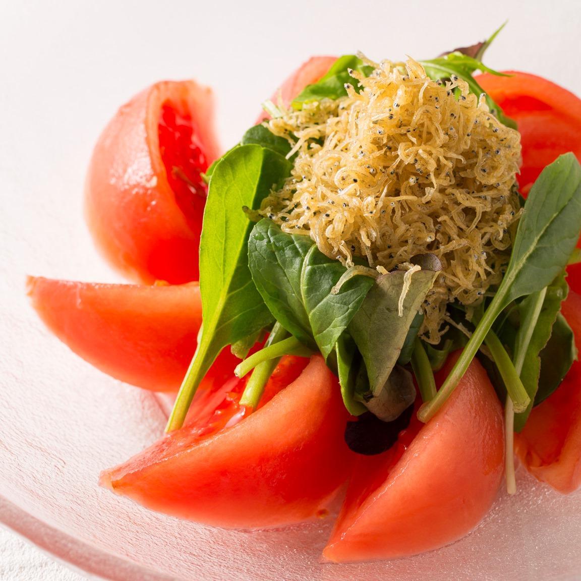 トマトと釜揚げシラスのサラダ