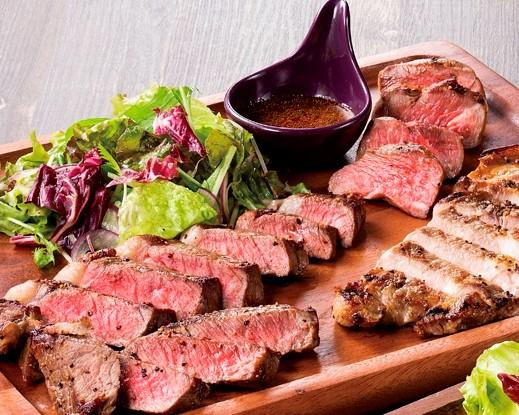 ステーキ3種盛合せ(サーロイン、豚、ラム)