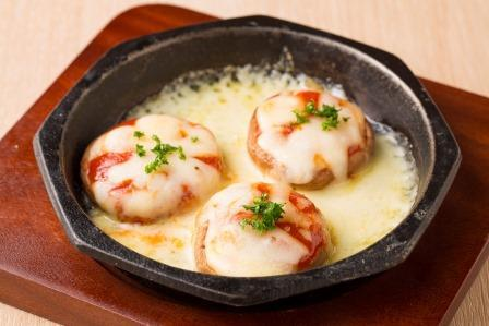 椎茸のトマトチーズ焼き