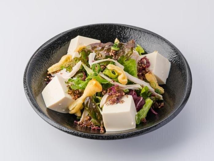 豆腐とお揚げの和風サラダ