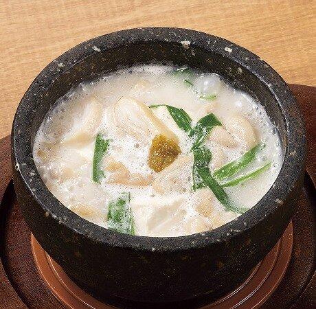 大山豆腐使用・石焼モツ豆腐 白湯スープ