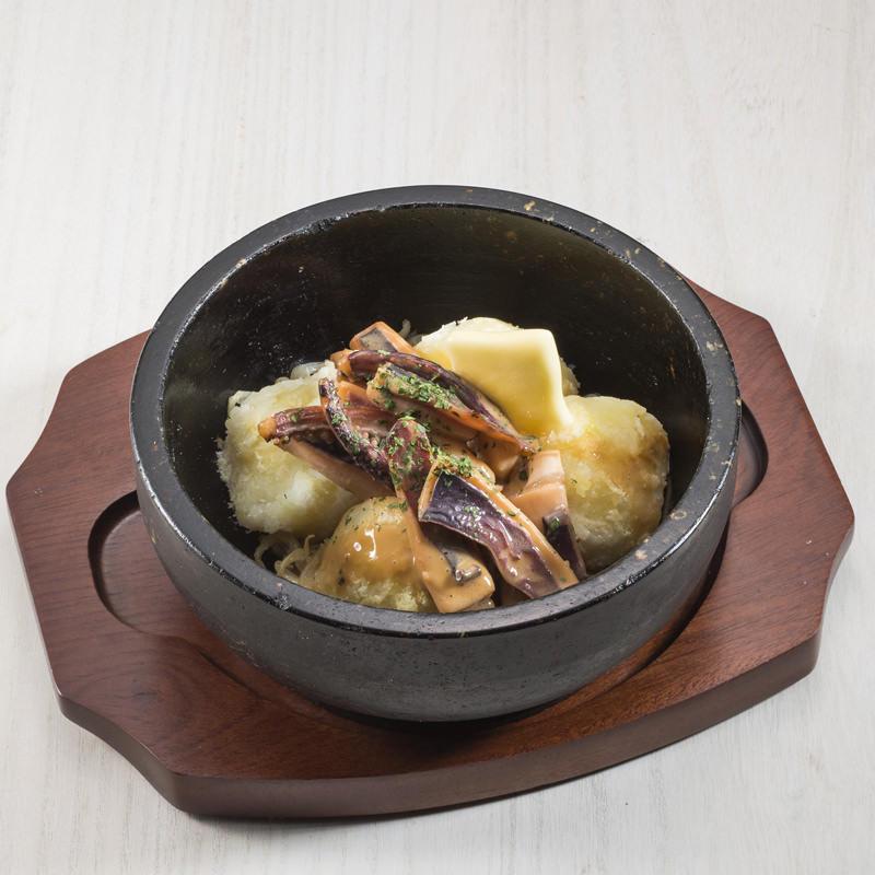 粉吹き芋とイカのゴロ焼き