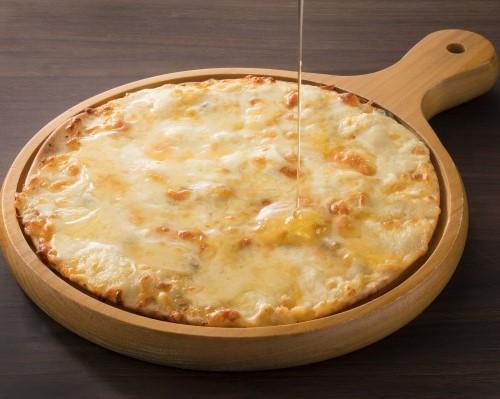 6種チーズのおつまみピザ ~ハチミツ添え~
