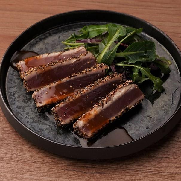 マグロのペッパーレアステーキ