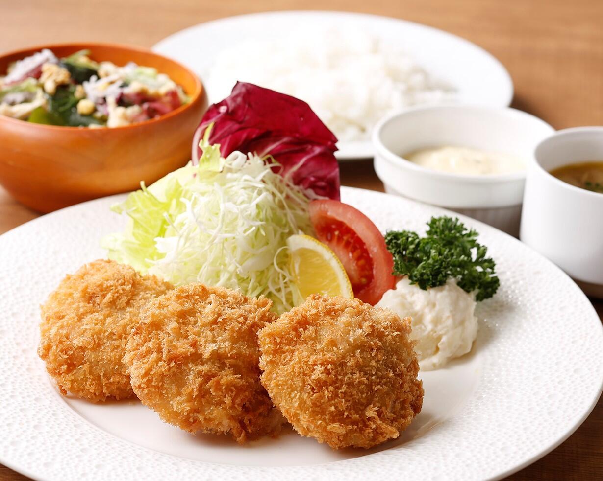 ホタテのフライ<ディナーセット> ライスorパン/サラダ/スープ付き