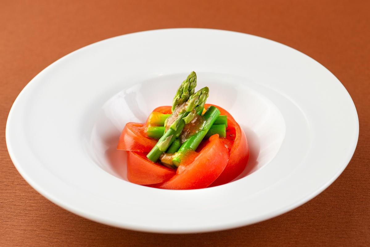 アスパラとトマトの冷製サラダ仕立て