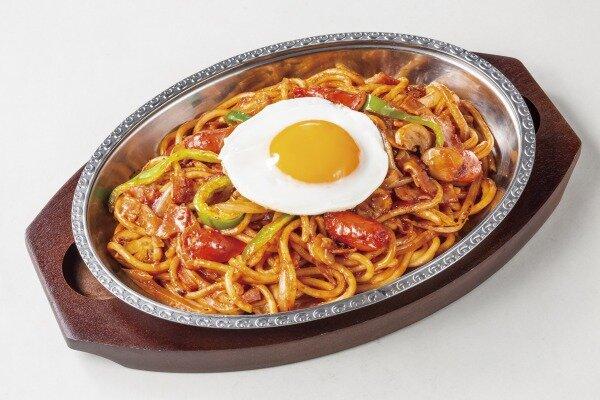 炒めスパゲッティ「ナポリタン」