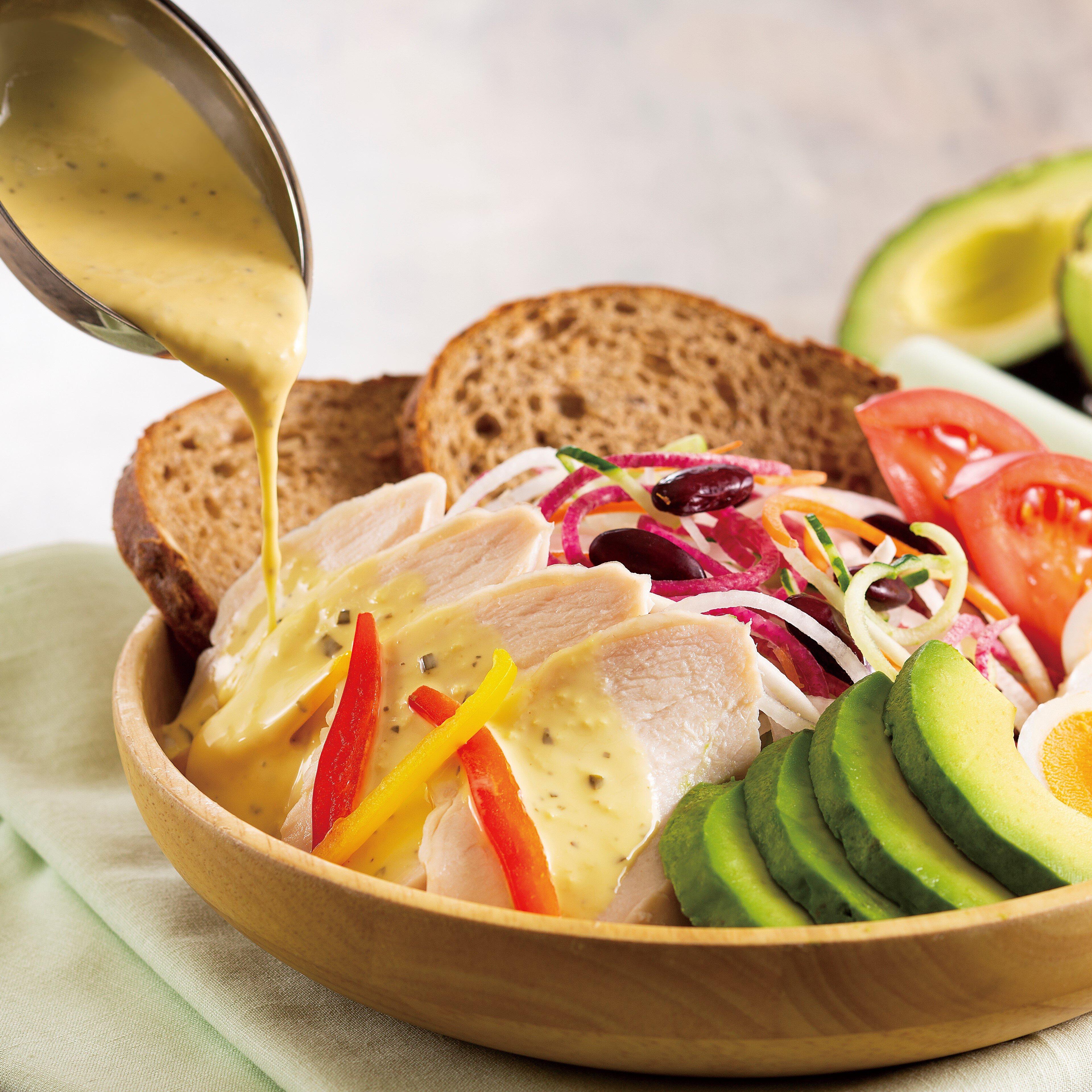 15品目の彩り野菜と蒸し鶏のサラダランチ